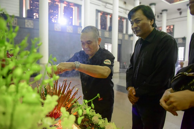Nghệ sĩ nghẹn ngào tiễn biệt đạo diễn Phạm Đông Hồng - 10