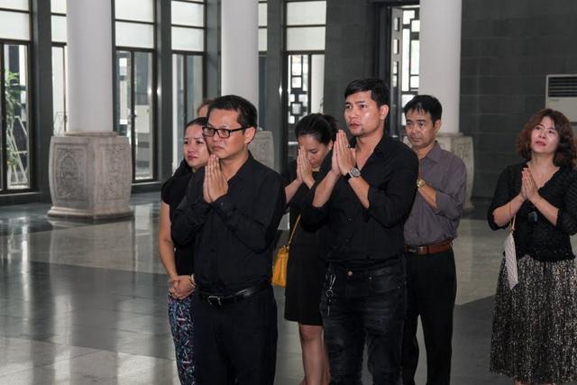 Nghệ sĩ nghẹn ngào tiễn biệt đạo diễn Phạm Đông Hồng - 7