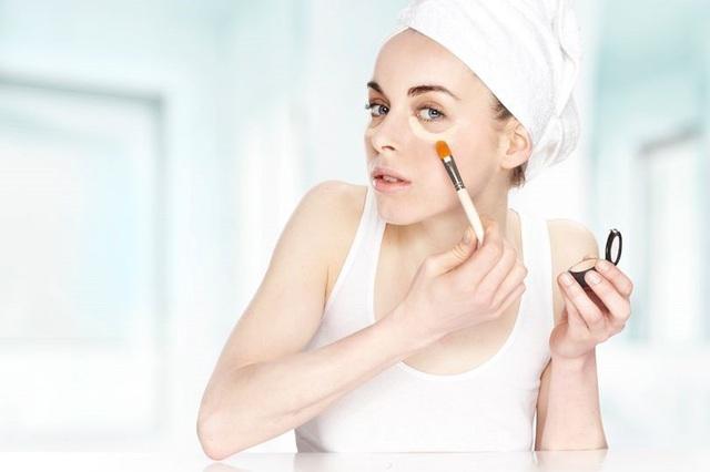 Đồ trang điểm chứa hóa chất ảnh hưởng đến nồng độ hormone ở phụ nữ - 1