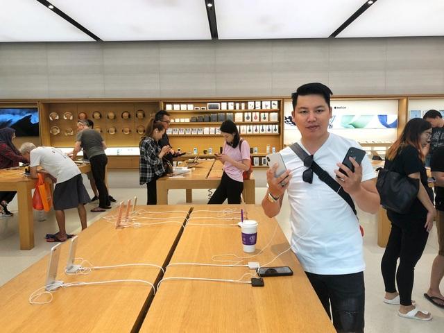 Dân buôn Việt ùn ùn kéo sang Singapore chờ xếp hàng mua iPhone mới - 3
