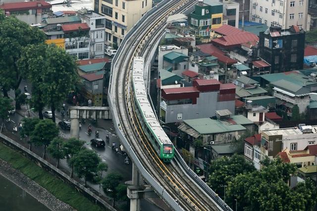 Đoàn tàu đường sắt Cát Linh - Hà Đông băng băng qua các nhà ga - 11