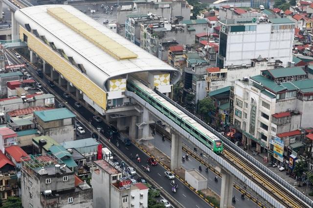 Tuyến đường sắt trên cao Cát Linh - Hà Đông có chiều dài hơn 13 km, điểm đầu tại ga Cát Linh, điểm cuối tại ga Yên Nghĩa (Hà Đông). Toàn bộ 12 nhà ga trên cao và khu Depot dưới mặt đất có đường ray đôi khổ 1.435 mm.