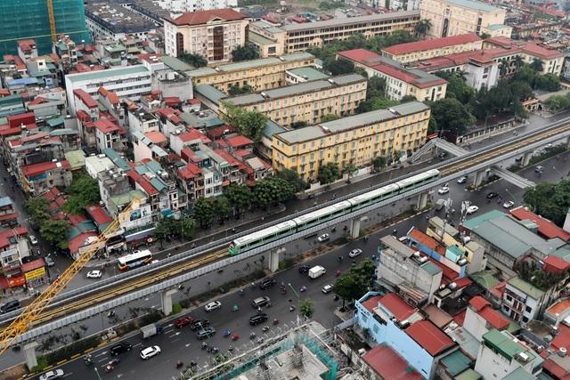 Sau nhiều ngày chờ đợi, sáng 19/9 4 đoàn tàu đường sắt Cát Linh-Hà Đông được tiến hành chạy thử, liên tục dọc trên chính tuyến ở cả 2 chiều.