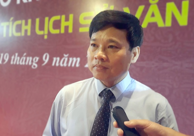 Ông Ngô Văn Quý - Phó Chủ tịch UBND TP Hà Nội giải thích lý do đến bệnh viện