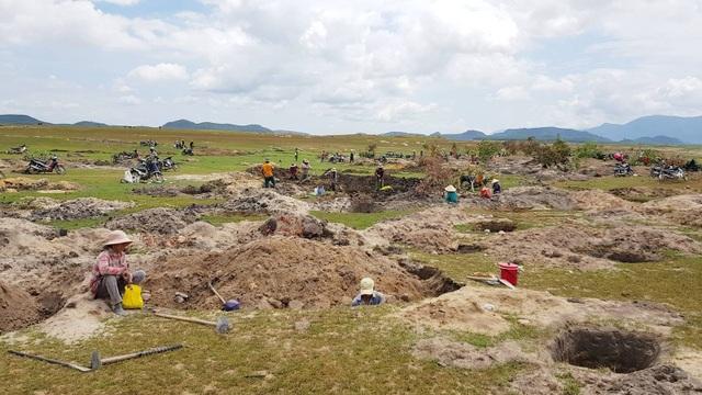 Nếu người dân tiếp tục khai thác đá lạ, tỉnh Phú Yên sẽ có phương án truy quét toàn bộ
