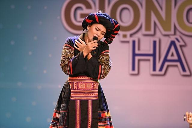 Thí sinh Hà Thị Thơm biểu diễn Khèn môi gây ấn tượng.