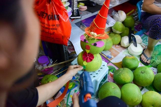 Nhiều hình thú, nhân vật cũng được sáng tạo từ hoa quả để tạo thành mâm cỗ cho dịp Tết Trung thu.