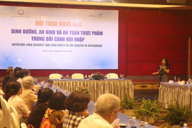 PGS.TS Lê Bạch Mai cho rằng người Việt vẫn còn lười ăn rau xanh, dù nguồn cung cấp rau xanh không thiếu.