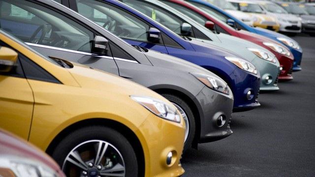 Nếu vậy, những khách hàng vay mua ô tô sẽ còn phải lo thêm khoản tiền trả nợ do lãi suất tăng (ảnh minh họa)