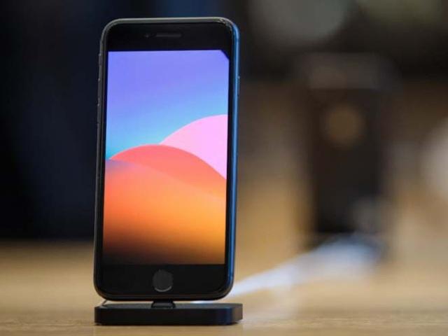 iPhone 8 vẫn có khóa vân tay trên phím home vật lý đầy tiện dụng