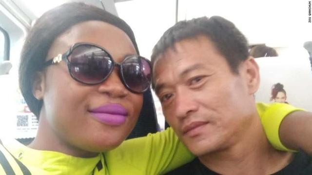 Hai người gặp nhau ba năm trước khi Zou đang làm việc ở Cameroon