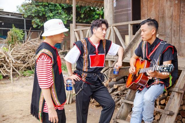 """Châu Đăng Khoa bản lĩnh soán vị trí rapper của Karik trong """"Người lạ ơi"""" bên nhà sàn Tây Nguyên - 7"""