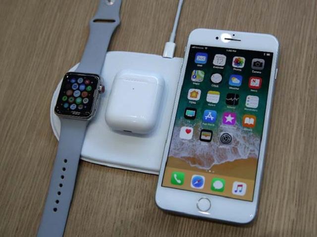 iPhone 8 cũng hỗ trợ sạc không dây và đạt chuẩn chống nước cao.