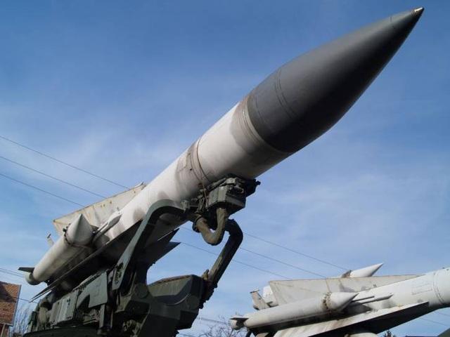 Bệ phóng tên lửa S-200 (Ảnh: Russia Insider)