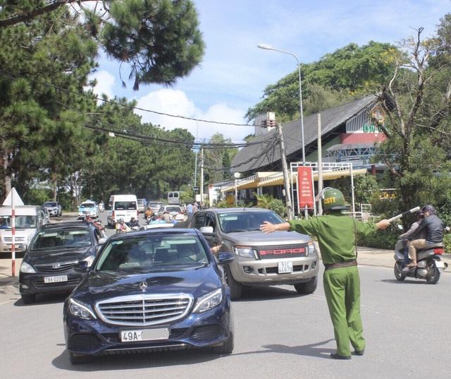 Lực lượng Công an TP Đà Lạt, Lâm Đồng đã được huy động tối đa quân số để phân luồng đảm bảo trật tự an toàn giao thông dịp nghỉ lễ