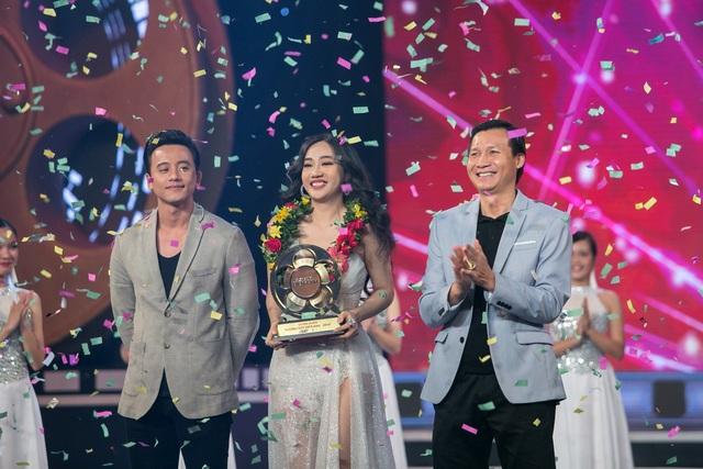 Sau các phần tranh tài, ngôi vị cao nhất đã thuộc về Song Ngư với giải thưởng 100 triệu đồng. Cựu Quán quân Mai Tài Phến cùng với nhà sản xuất Vũ Thành Vinh đã lên sân khấu trao cúp cho Quán quân Song Ngư.
