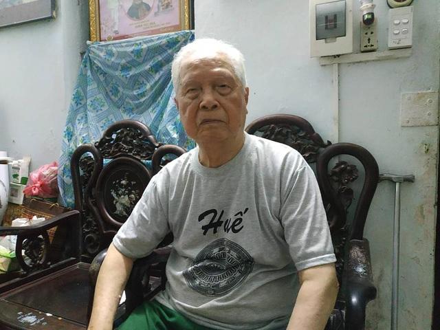 Dù đã 94 tuổi, mắt mờ, chân tay yếu thế nhưng ký ức về những năm tháng lịch sử hào hùng của dân tộc vẫn được người cựu binh này nhớ nguyên vẹn.