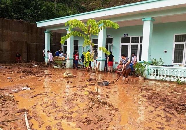 Công tác khắc phục hậu quả gặp nhiều khó khăn vì lượng bùn đất quá nhiều