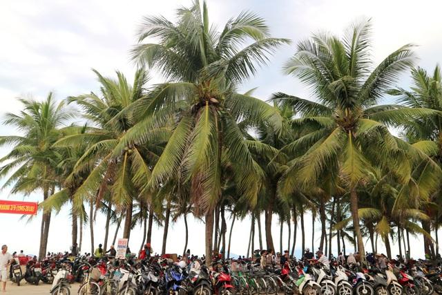 Bãi biển Cửa Đại, An Bàng (Hội An) cũng thu hút đông du khách, đặc biệt trong mùa hè nóng bức này