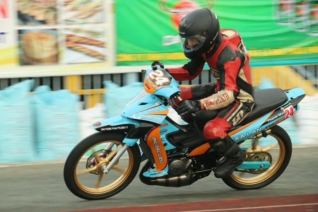 Các tay đua thi đấu hai hệ gồm hệ bán chuyên nghiệp dòng xe 4 thì 110cc và hệ chuyên nghiệp dòng xe 2 thì 125cc.