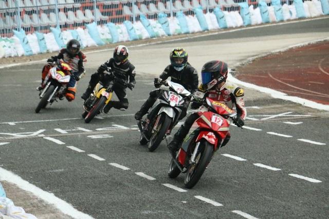 Sôi động giải đua xe mô tô toàn quốc 2018 - 9