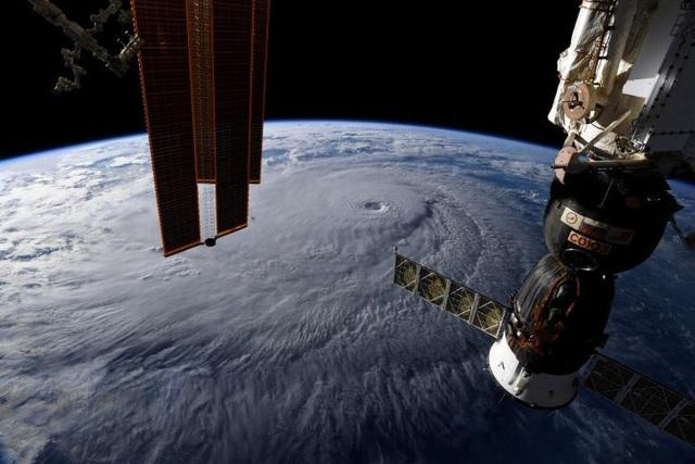 Ảnh chụp từ Trạm Vũ trụ Quốc tế (ISS) cho thấy mắt siêu bão Lane đang di chuyển gần Hawaii.