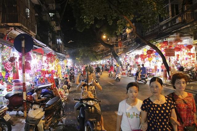 Chợ Trung thu phố cổ Hà Nội đông nghịt người - 12
