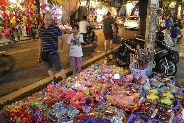 Chợ Trung thu phố cổ Hà Nội đông nghịt người - 13