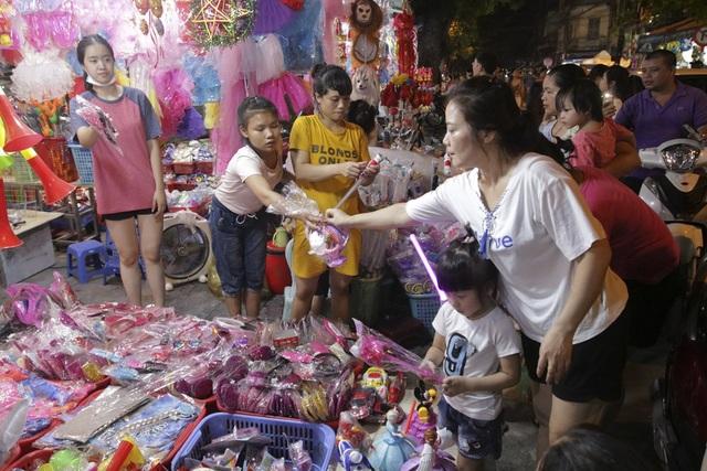 Chợ Trung thu phố cổ Hà Nội đông nghịt người - 8