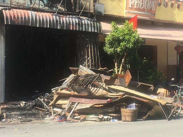Đối với những hộ có nhà bị cháy hoàn toàn, chính quyền địa phương hỗ trợ trước mắt 3 triệu đồng/hộ