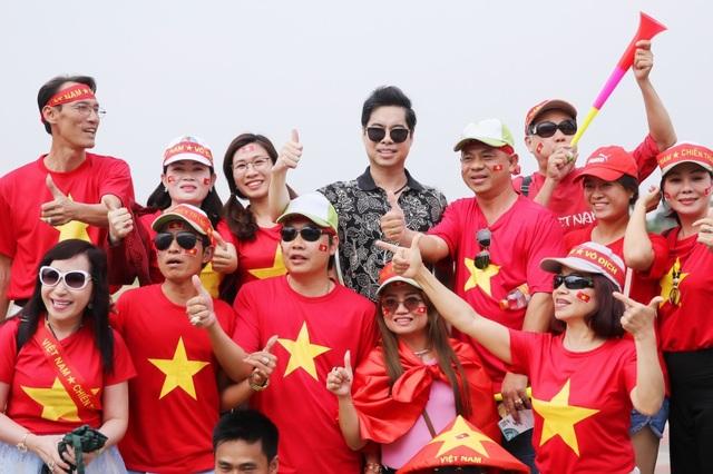 Sức mạnh để gắn kết hàng triệu trái tim bất kể hoàn cảnh, giới tính, độ tuổi và thậm chí bất chấp cả những hiềm khích vì cuộc sống bộn bề? Đơn giản là vì các chàng trai của Olympic Việt Nam đã quá tuyệt vời, tuyệt vời đến nỗi dù họ không phải là những kẻ nâng cúp hay giành được Huy chương Vàng, họ vẫn xứng đáng để được yêu thương, ca ngợi. Thái độ và tinh thần thi đấu như những chiến binh dù đã bị vắt kiệt sức lực vì lịch thi đấu của Olympic Việt Nam khiến người hâm mộ có quyền tự hào và hô vang tên họ.