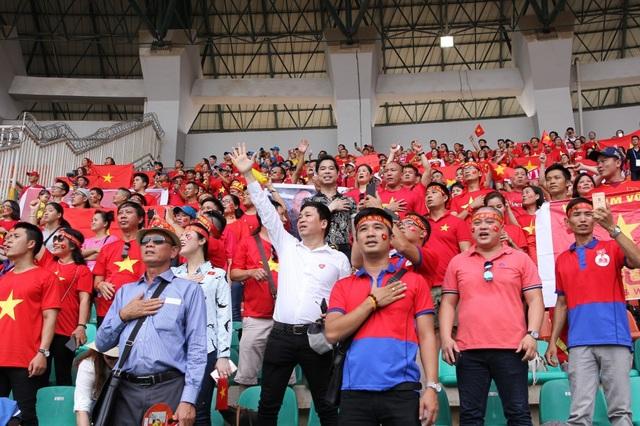 Ngày hôm nay, dù cho Olympic Việt Nam không giành được huy chương thì tin rằng tình yêu của người hâm mộ vẫn vậy, vẫn là luôn là hậu phương vững chắc của họ mỗi dịp thi đấu. Đơn giản vì tất cả đã chiến đấu hết mình trên sân bóng, bằng tất cả nhiệt huyết và tình yêu của mình, mong mang về vinh quang cho Tổ quốc, niềm vui cho người hâm mộ quê nhà. Chỉ với những điều đó, thứ quý giá nhất mà người hâm mộ Việt có được trong ngày hôm nay đã là chính bản thân đội tuyển Olympic Việt Nam, chứ không phải tâm HCĐ mà họ vừa giành được - Michael Lang tâm sự.