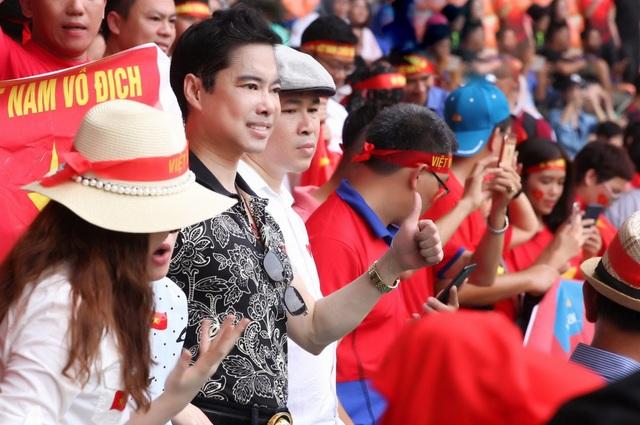 Đúng như lời hứa trước khi trận đấu diễn ra, dù cho Olympic Việt Nam không giành được HCĐ nhưng Ngọc Sơn và Michael Lang vẫn sẽ gửi tặng đội tuyển 250 triệu đồng cho 4 bàn thắng mà các cầu thủ ghi được, kể cả những quả penalty. Số tiền này sẽ được Ngọc Sơn và Michael Lang trực tiếp chuyển đến đội tuyển Olympic Việt Nam.
