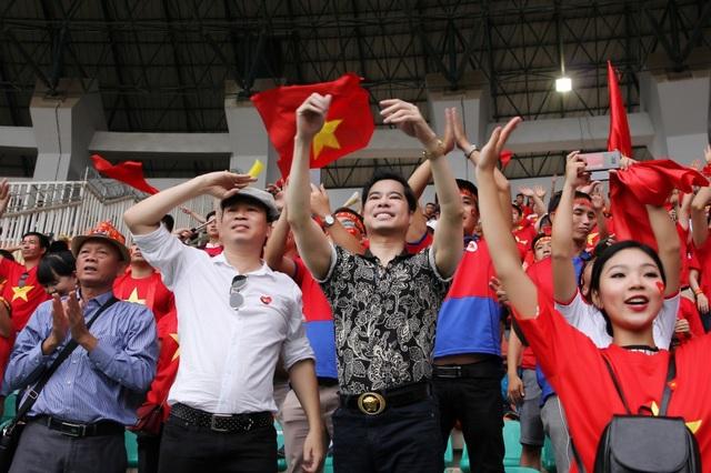 Ngọc Sơn cùng học trò Michael Lang đã trải qua những phút giây cực kỳ cảm xúc trên khán đài sân Pakansari (Indonesia) khi chứng kiến Olympic Việt Nam thi đấu tranh Huy chương Đồng (HCĐ) ASIAD 2018 với Olympic UAE.