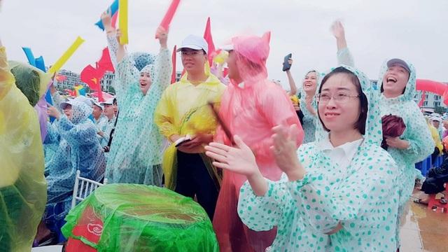 Điểm cầu Quảng Ninh phấn khích khi Hoàng Cường liên tục giành điểm ở vòng 3.