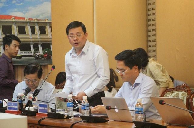 Giám đốc Sở Tài nguyên – Môi trường TP Nguyễn Toàn Thắng cho rằng ngành đăng ký đất đai thành phố gặp nhiều áp lực vì lượng hồ sơ giải quyết lớn