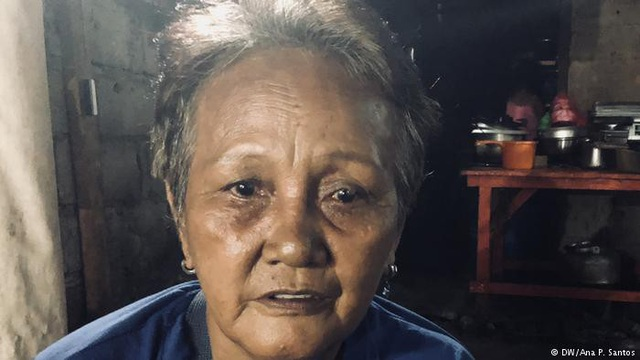 Bà Clarita Alia - người mất 4 con trai tại Philippines (Ảnh: DW)