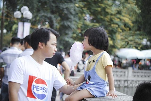 Anh Nguyễn Xuân Quang (Đội Cấn - Ba Đình) chia sẻ: Công viên Thủ Lệ là địa điểm đến lý tưởng cho gia đình tôi ngày nghỉ lễ, tuy nhiên số lượng người đến đây quá đông nên chen nhau khá mệt.