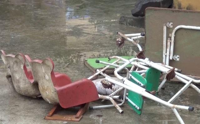 Nhiều trang thiết bị dạy học bị hư hỏng do lũ lụt