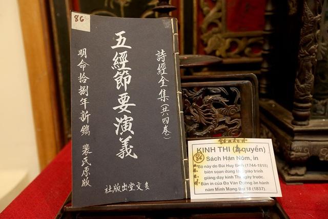 Quyển Kinh Thi, tác phẩm kinh điển trong bộ Ngũ Kinh dùng làm nền tảng trong Nho giáo, được in thời vua Minh Mạng, triều đại nhà Nguyễn.