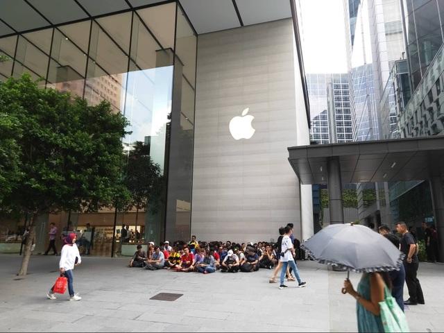 Sợ người Việt làm mất trật tự, Apple Store ở Singapore liên tục cảnh báo - 6