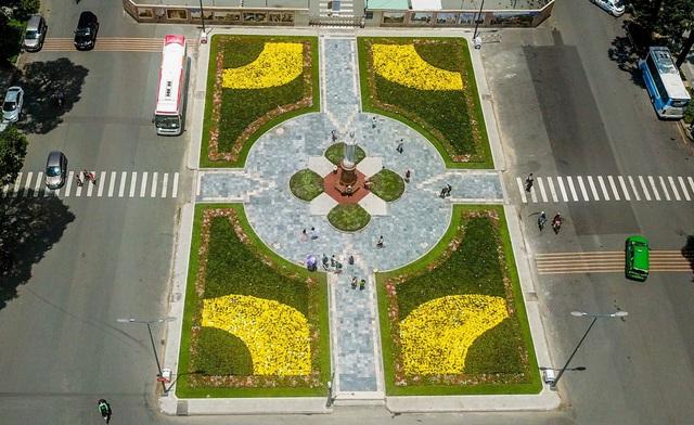Công viên 700m2 trước nhà thờ Đức Bà được cải tạo thành vườn hoa.
