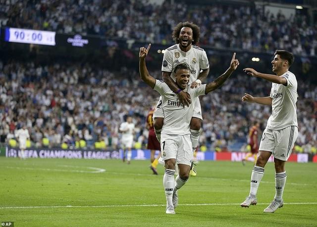 Số 7 mới Mariano ăn mừng bàn thắng ấn định tỷ số 3-0 cho Real Madrid ở phút 90