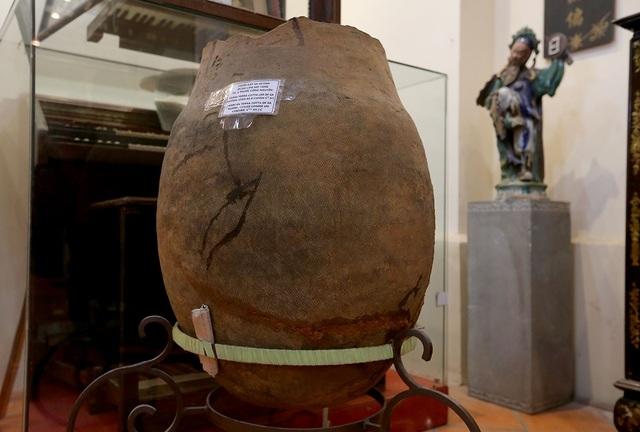 Chiếc chum đất Sa Huỳnh được sử dụng làm mộ táng có niên đại khoảng thế kỷ 5 Trước Công Nguyên.