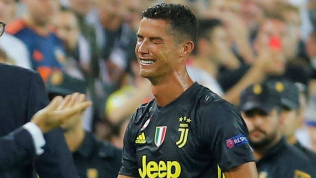 Nỗi thất vọng của C.Ronaldo sau khii nhận thẻ đỏ