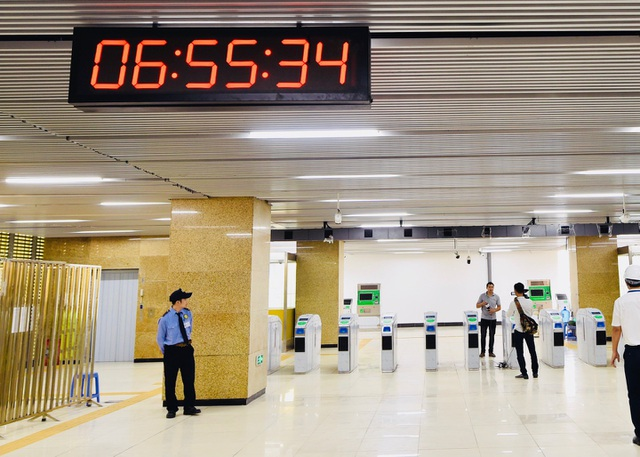 Nhà ga đón/tiễn hành khách đi tàu