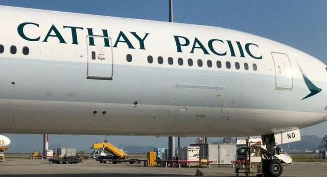 Hình ảnh tên của hãng hàng không Cathay Pacific bị sơn sai trên máy bay của hãng