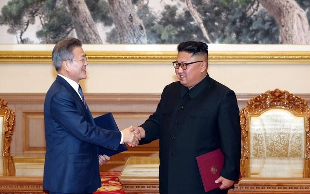 Hai nhà lãnh đạo đã thông qua thỏa thuận Hòa bình Bình Nhưỡng, động thái thể hiện cam kết nỗ lực hết mình vì một Triều Tiên hòa bình, thịnh vượng và phi hạt nhân hóa (Ảnh: JPC)