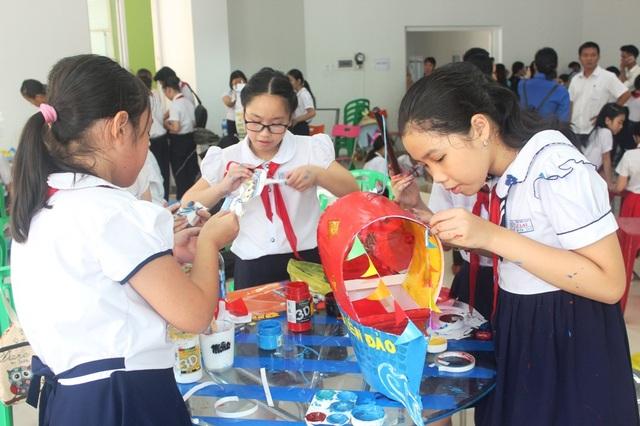 Hơn 400 học sinh Đà Nẵng cùng làm lồng đèn tặng các bạn ở vùng sâu, vùng xa và các bạn có hoàn cảnh khó khăn đón Tết Trung thu