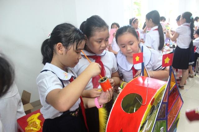 Học sinh Đà Nẵng làm lồng đèn tặng bạn vùng sâu, vùng xa vui Tết Trung thu - 2